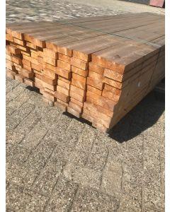 Nieuwe geschaafde (vuren) houten balk, 4 B x 10,2 D x 300 L